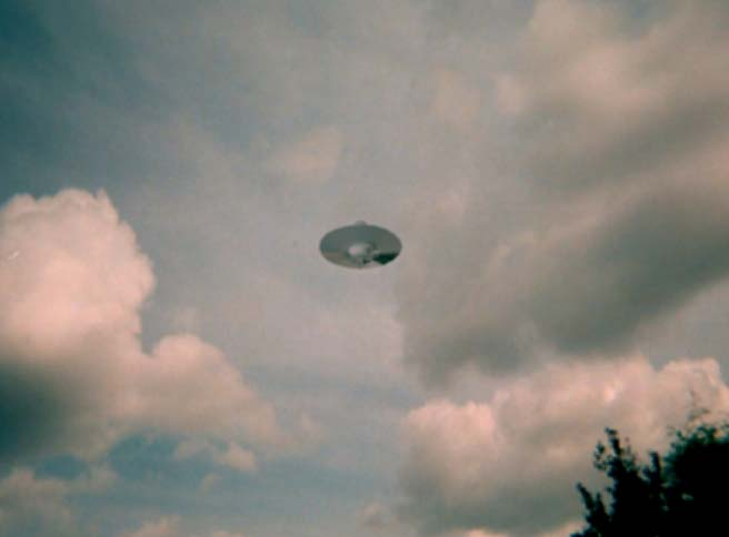 ufo hoax or reality Im doing a paper saying that aliens are real and i just wanted to see the opinions of every one else :].